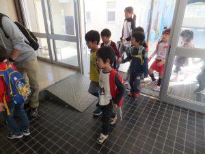 小学校体験 - 小学校到着